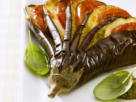 Rezept: Gefächerte Tomaten-Mozzarella-Aubergine